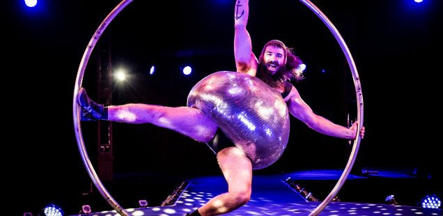 ANTOINE CARABINIER LEPINE IN BARBU BY CIRQUE ALFONSE AT THE SPIEGELTENT CREDIT DAVID JENSEN