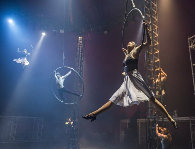 A scene from Bianco by NoFit State Circus. Directed by Firenza Guidi. Photo credit: Tristram Kenton