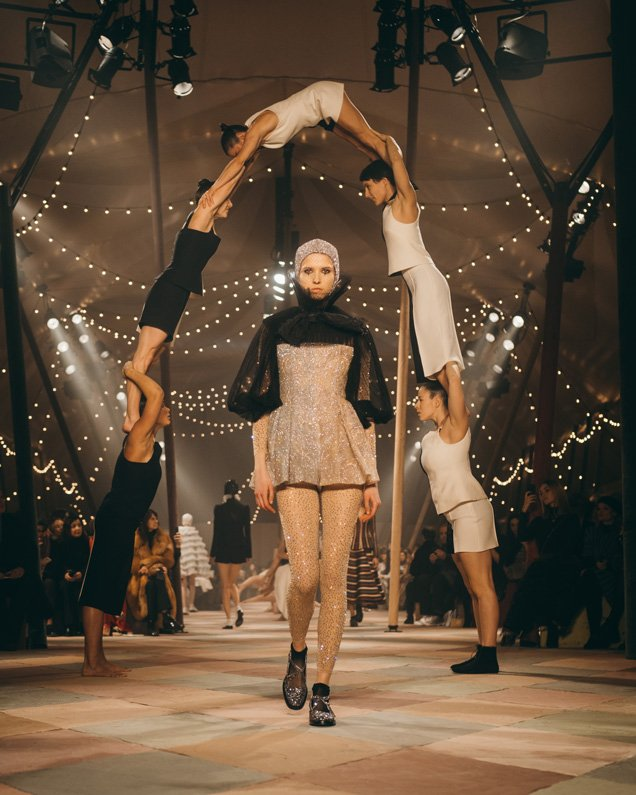 Interview: Lina Johansson from British Female Circus Company, Mimbre Fresh from the Knockout Dior Paris Fashion Show 3